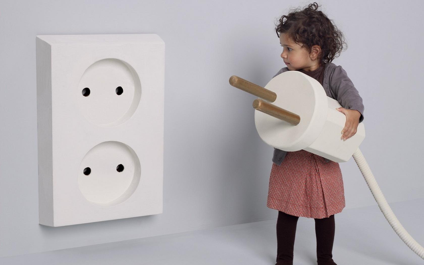 Безпека дитини вдома: ванна, дитяча та інші кімнати в будинку