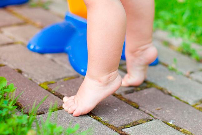 Дитина ходить на пальчиках: що робити?