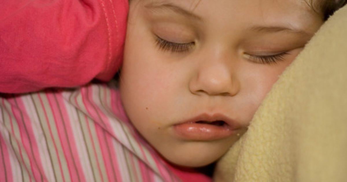 Дитина сильно потіє уві сні