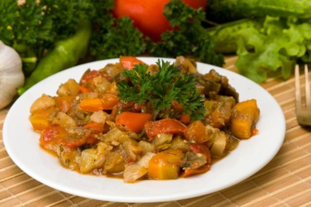 Дитяче овочеве рагу з куркою