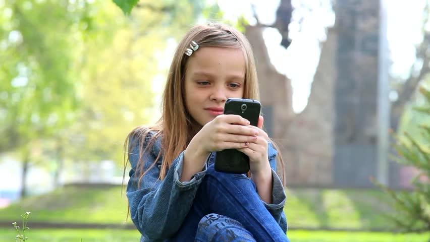 Мобільний телефон для дитини: розкіш чи необхідність?
