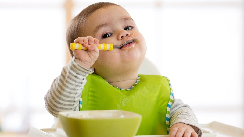 5 популярних міфів про дитяче харчування