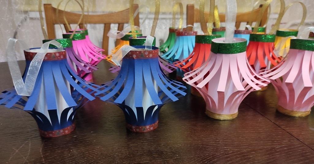 Новорічні ліхтарики з паперу. Поробки своїми руками
