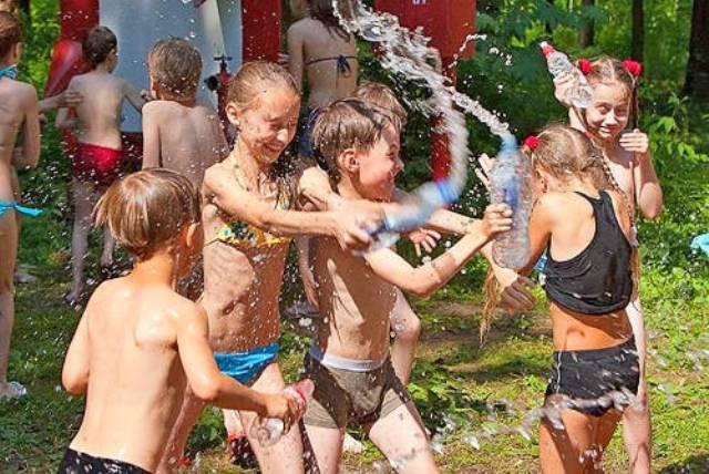 Літні ігри з водою