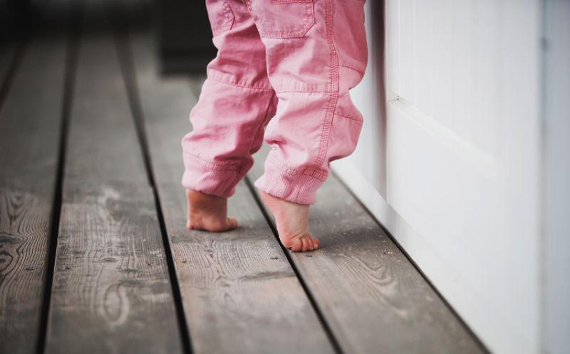 Дитина ходить навшпиньках. Що робити?