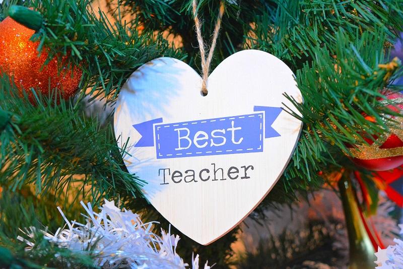 Що подарувати на день вчителя: ідеї