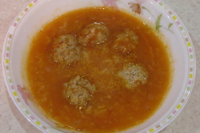 Помідорний суп з м'ясними фрикадельками