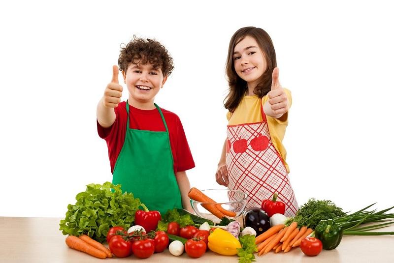 Як привчити дітей до корисного харчування