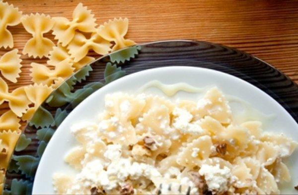 Дітям на сніданок: солодкі макарони з сиром і вершками