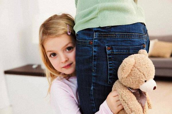 Сором'язливий малюк: як допомогти дитині подолати сором'язливість?