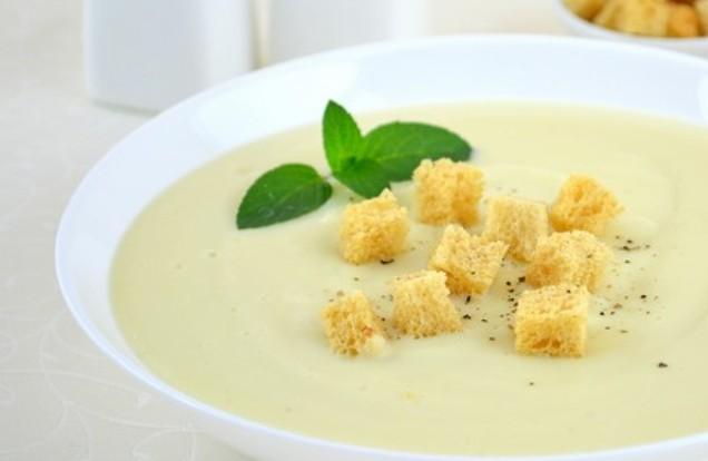 Ніжний суп-пюре з цвітної капусти для дітей