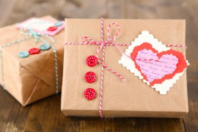 Весь світ до його ніг. Що подарувати коханому чоловікові на День Святого Валентина