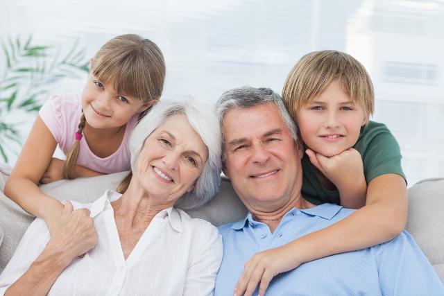 Участь бабусь і дідусів у вихованні малюка, як уникнути конфліктів