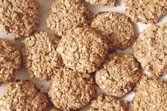Вівсяне печиво з медом, насінням і горіхами