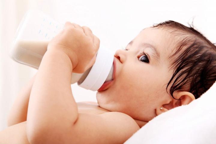Відлучення дитини від пляшечки і соски (пустушки)