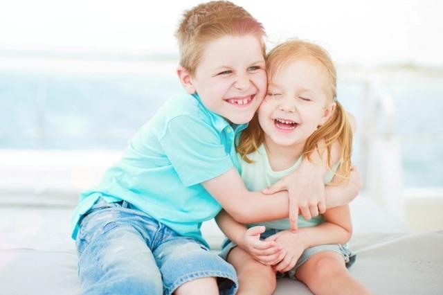 Як виховати дітей друзями