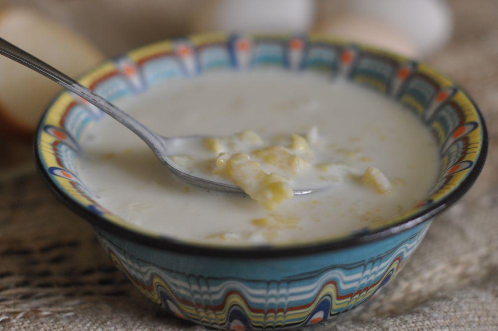 Бабусині рецепти: затірка з молоком для дітей